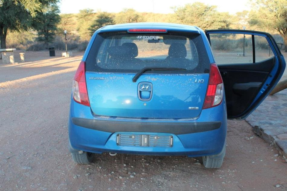 Plate-less and a little confused as to whether it's a 2 x 2 or a 4 x 4, poor Blue Bullet!