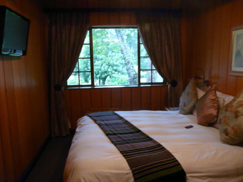 My warm and comfortable room at Kings Lodge
